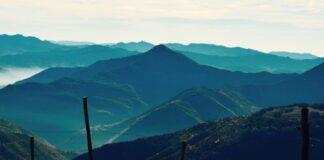 Da Varzi raggiungere la costa ligure attraversando l'Oltrepò pavese ove anche sciare