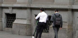 Multe salate ai monopattini sui marciapiedi firma la petizione su change org